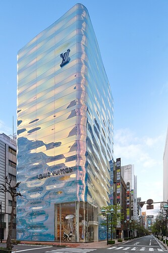 https___hypebeast.com_image_2021_03_louis-vuitton-ginza-namiki-tokyo-japan-flagship-store-officially-open-announcement-002