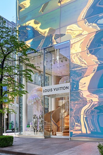 https___hypebeast.com_image_2021_03_louis-vuitton-ginza-namiki-tokyo-japan-flagship-store-officially-open-announcement-001