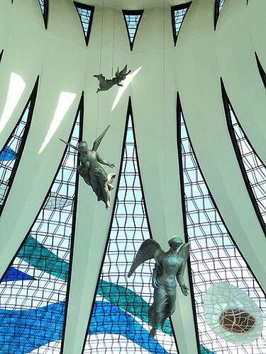 576px-Interior_of_the_Catedral_de_Brasília_-_DSC00236