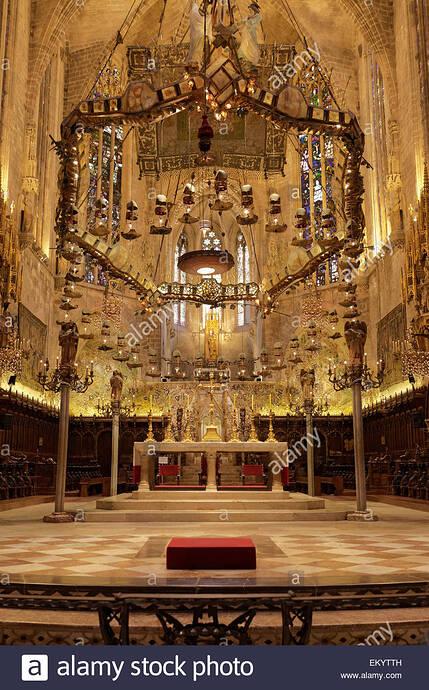 capilla-real-antoni-gaudi-baldaquino-la-catedral-la-seu-palma-de-mallorca-mallorca-islas-baleares-espana-ekytth