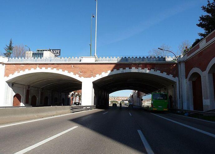 Puente_de_la_calle_de_Arturo_Soria_sobre_la_avenida_de_América