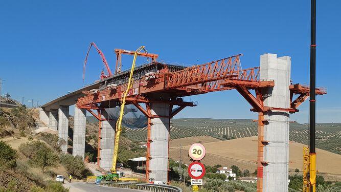 Viaducto-Riofrio-carretera-acceso-Atajea_1614449080_144441580_667x375